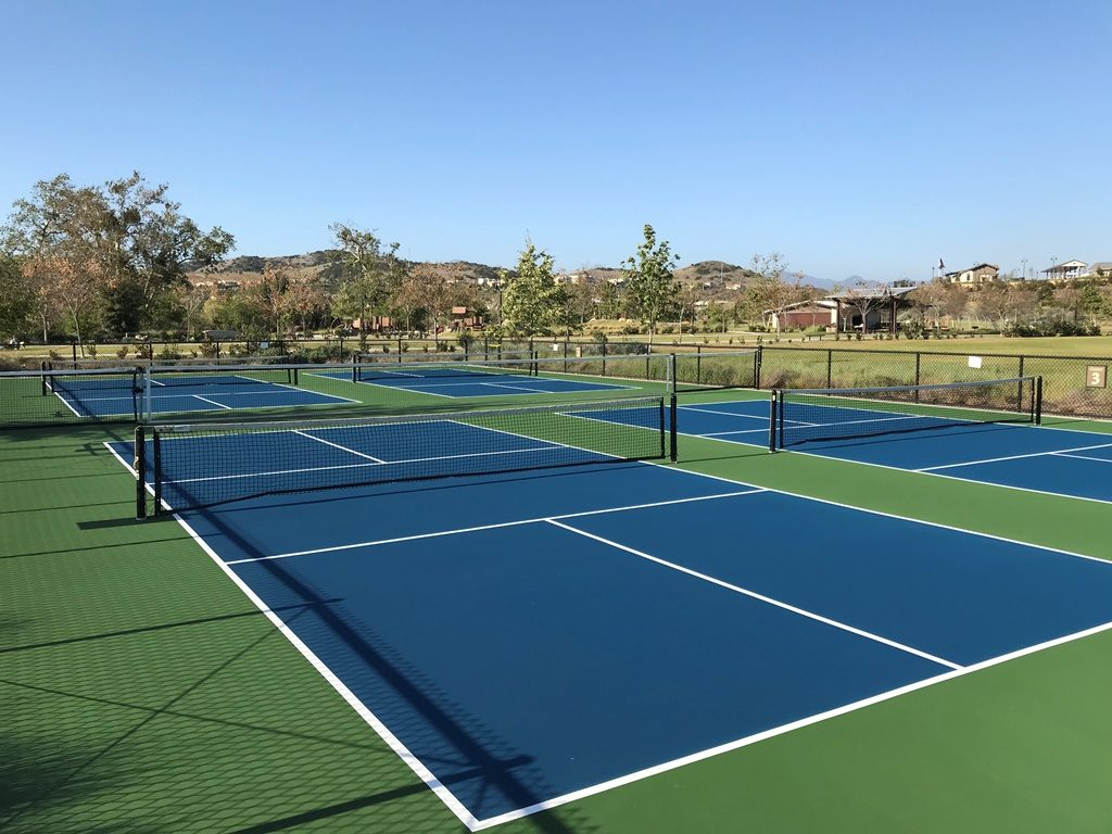 How many pickleball courts fit on a tennis court